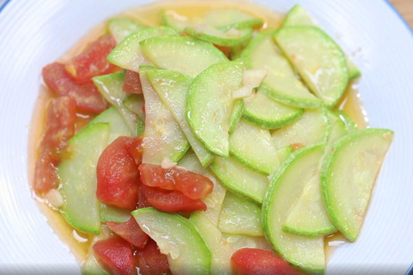 西红柿炒西葫芦做法步骤:3
