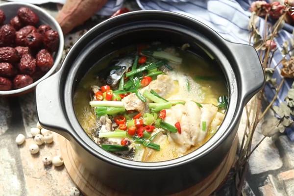 黄焖砂锅鱼做法步骤:10