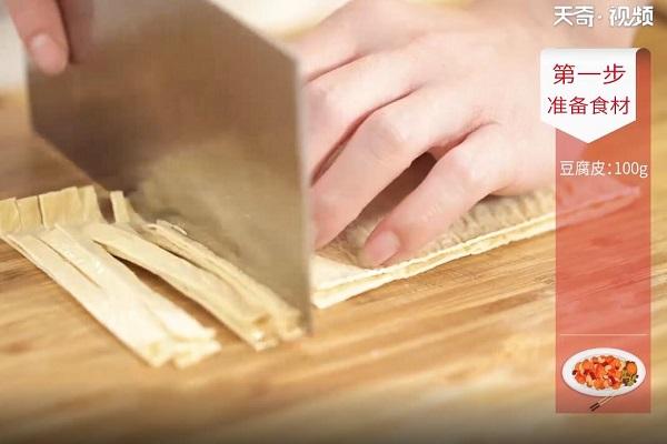 豆芽炒腐皮做法步骤:2