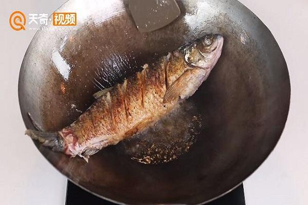 酱焖草鱼做法步骤:8