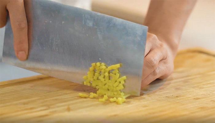 响油鳝丝做法步骤:4