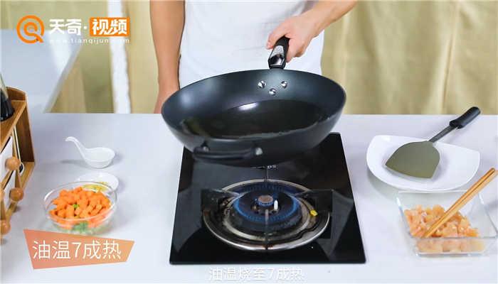 青豆红萝卜鸡丁做法步骤:6