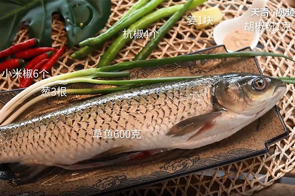 黄焖砂锅鱼做法步骤:1