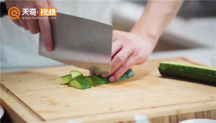 青瓜炒虾仁做法步骤:7