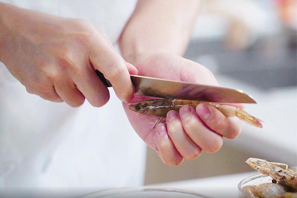 茄汁大虾做法步骤:2