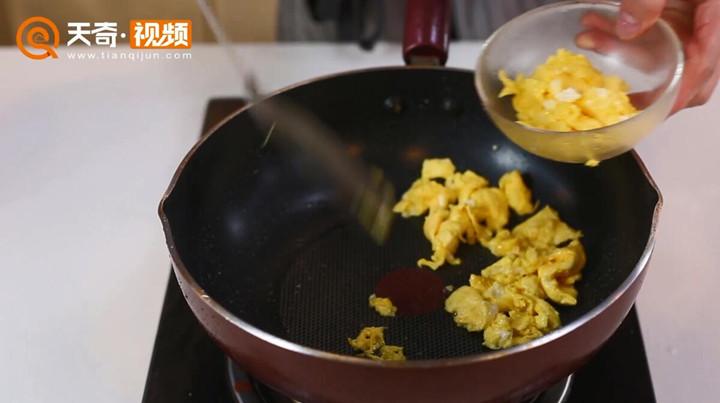 木耳炒鸡蛋做法步骤:7