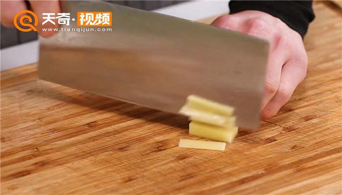 土豆红烧肉做法步骤:2