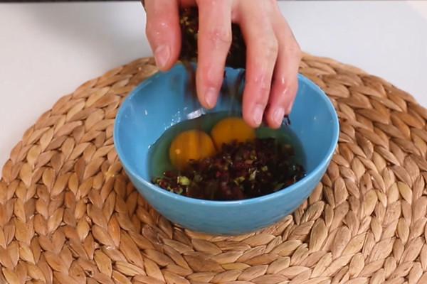 香椿鸡蛋饼做法步骤:3
