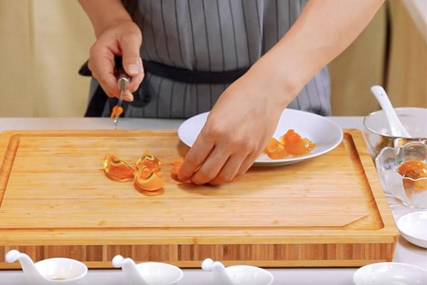 姜汁松花皮蛋做法步骤:5