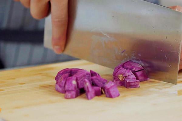 紫薯燕麦粥做法步骤:2