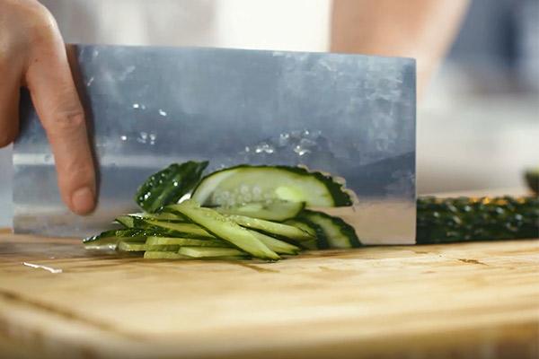 黄瓜肉片做法步骤:2