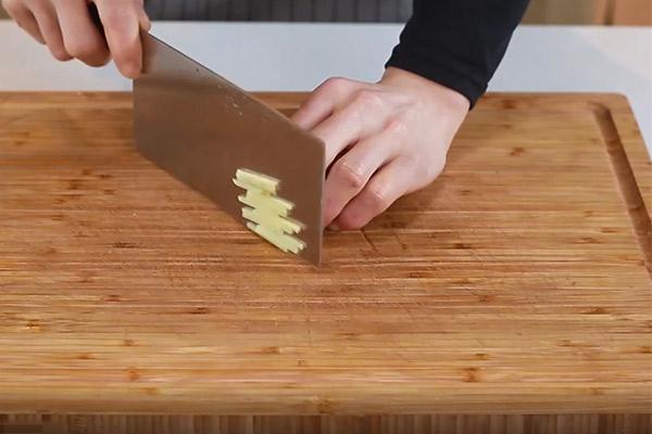 黄焖砂锅鱼做法步骤:4