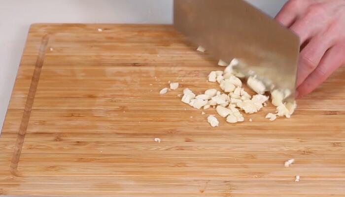 炝拌西葫芦做法步骤:3