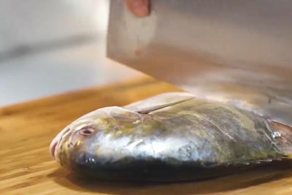 蒜香鲳鱼做法步骤:4