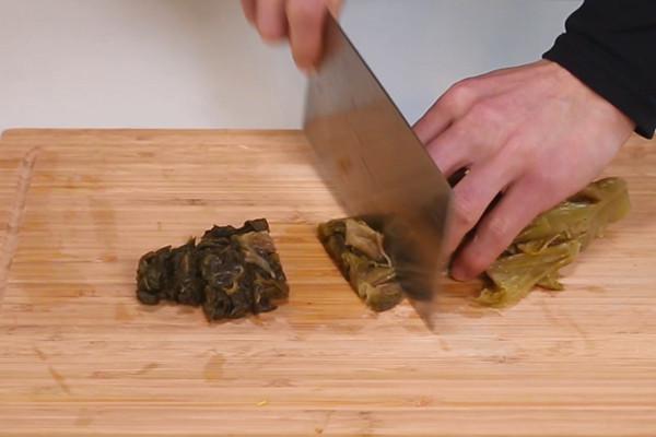 酸菜鸡做法步骤:2