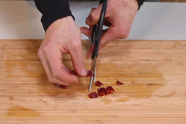 酸菜鸡做法步骤:6
