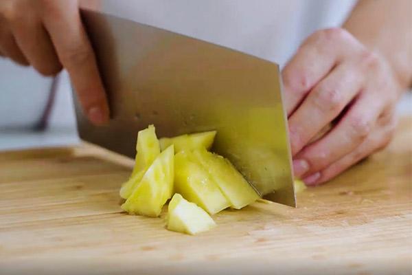 菠萝咕咾肉做法步骤:2
