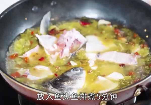 酸菜鱼做法步骤:10