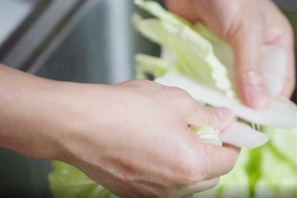 辣炒白菜做法步骤:2