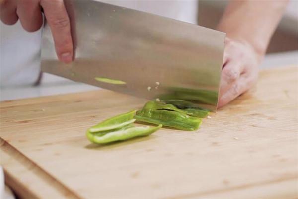 双椒杏鲍菇做法步骤:3