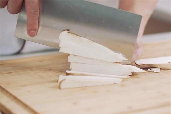双椒杏鲍菇做法步骤:2