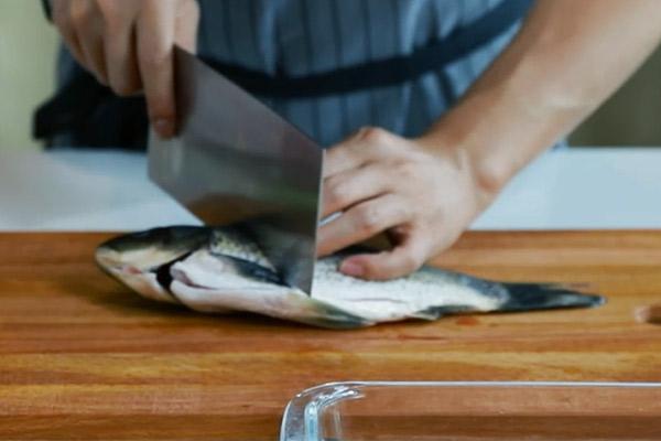 清蒸鲫鱼做法步骤:6