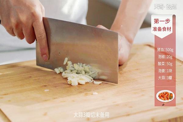 酸菜猪血做法步骤:6