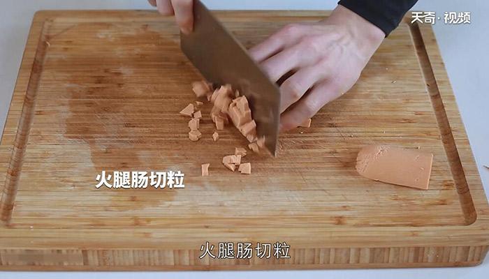 火腿鸡蛋炒面做法步骤:2