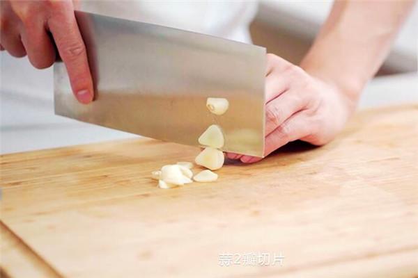 熊掌豆腐做法步骤:3