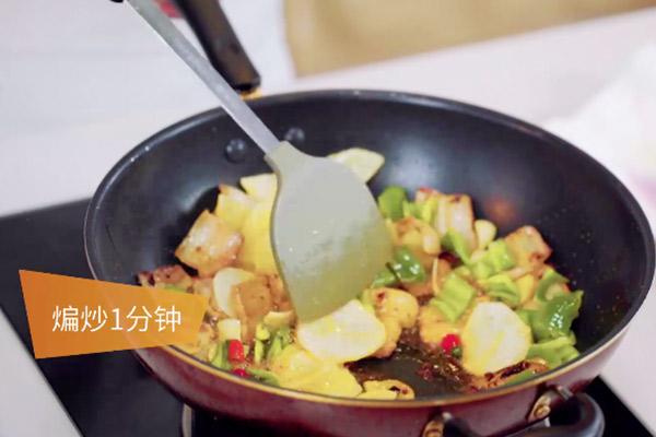 五花肉干煸土豆片做法步骤:10