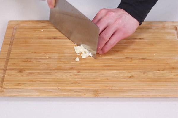 豆豉鲮鱼油麦菜做法步骤:4