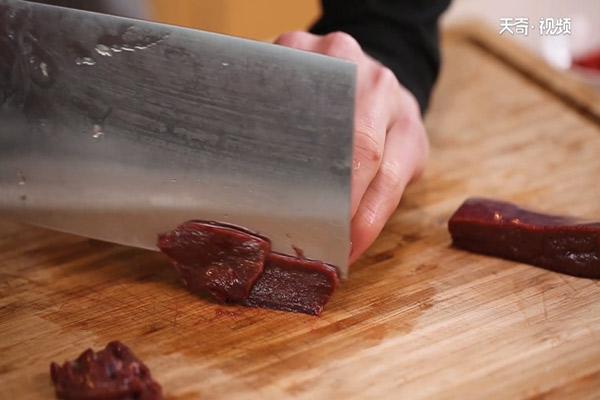 枸杞菠菜猪肝汤做法步骤:2