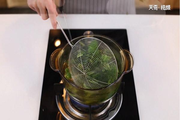 枸杞菠菜猪肝汤做法步骤:7