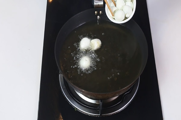 糖醋虎皮鹌鹑蛋做法步骤:6