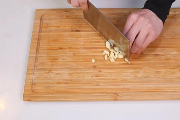 糖醋虎皮鹌鹑蛋做法步骤:4