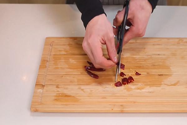 干煸豇豆做法步骤:5