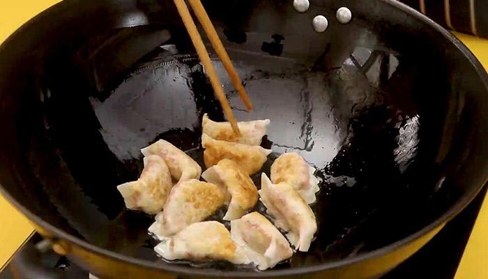 胡萝卜煎饺教程做法步骤:7