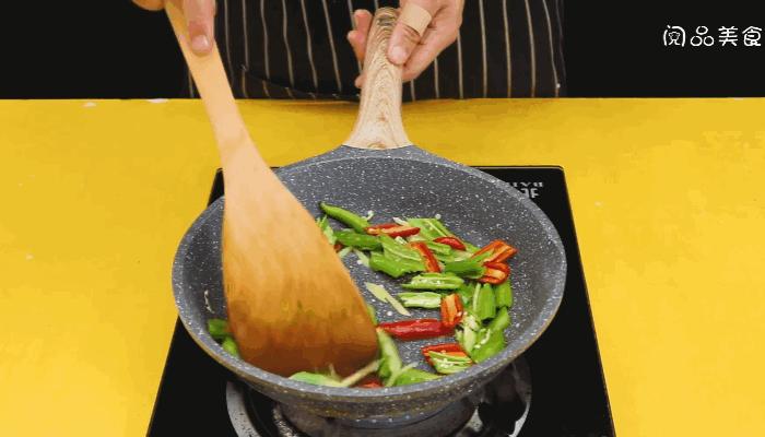 尖椒炒牛肉做法步骤:8
