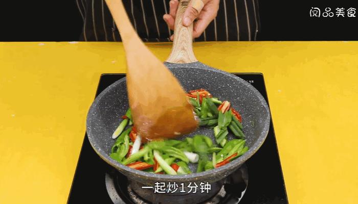 尖椒炒牛肉做法步骤:9