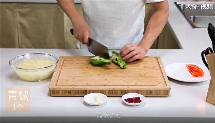 酸辣土豆丝做法步骤:2