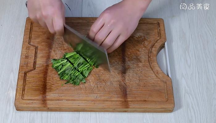 香菜炒蚕蛹做法步骤:2