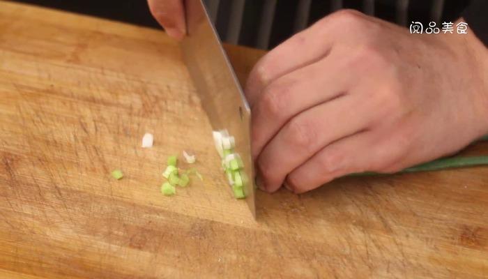 胡萝卜炖猪脚做法步骤:4