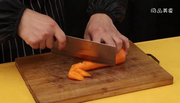 胡萝卜炖猪脚做法步骤:3
