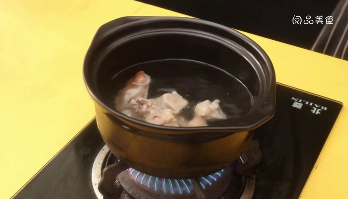 莲藕猪脚汤做法步骤:8