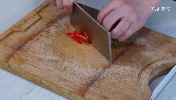 干锅辣白菜做法步骤:5