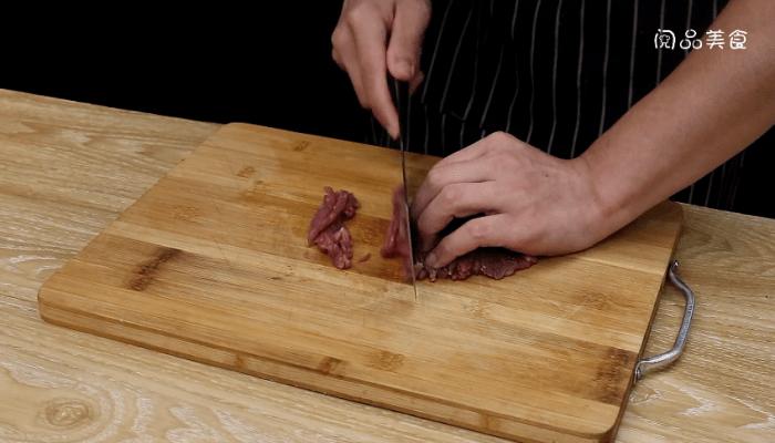 苦瓜炒牛肉做法步骤:2