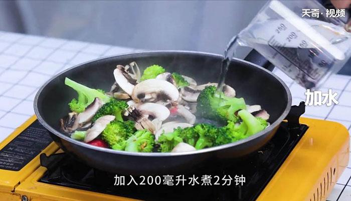 西兰花炒蘑菇做法步骤:7