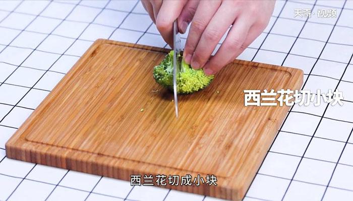 西兰花炒蘑菇做法步骤:2