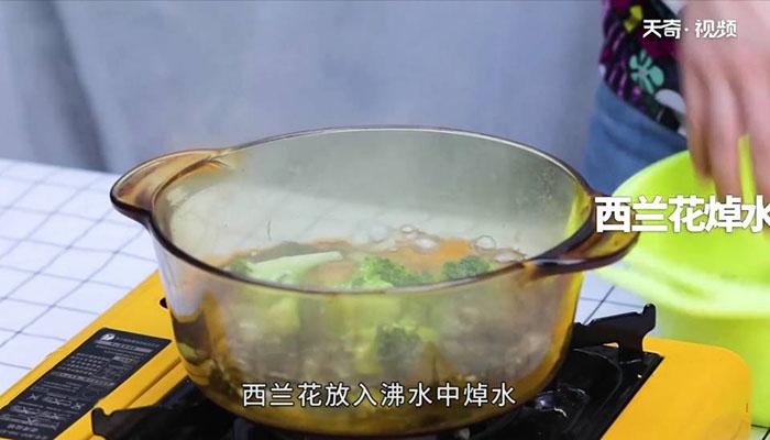 西兰花炒蘑菇做法步骤:6