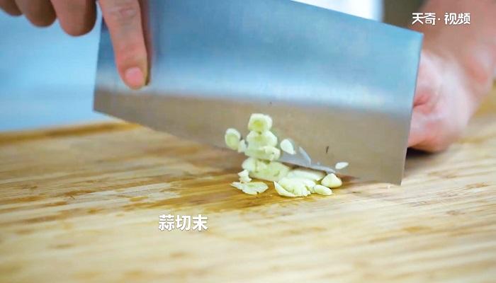 蒜苗腊肉做法步骤:4